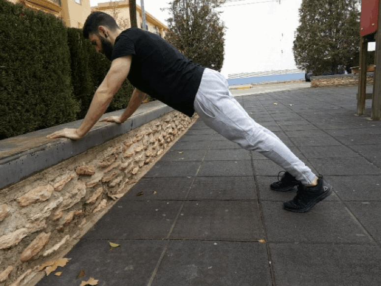 Entrenar en casa: flexión inclinada